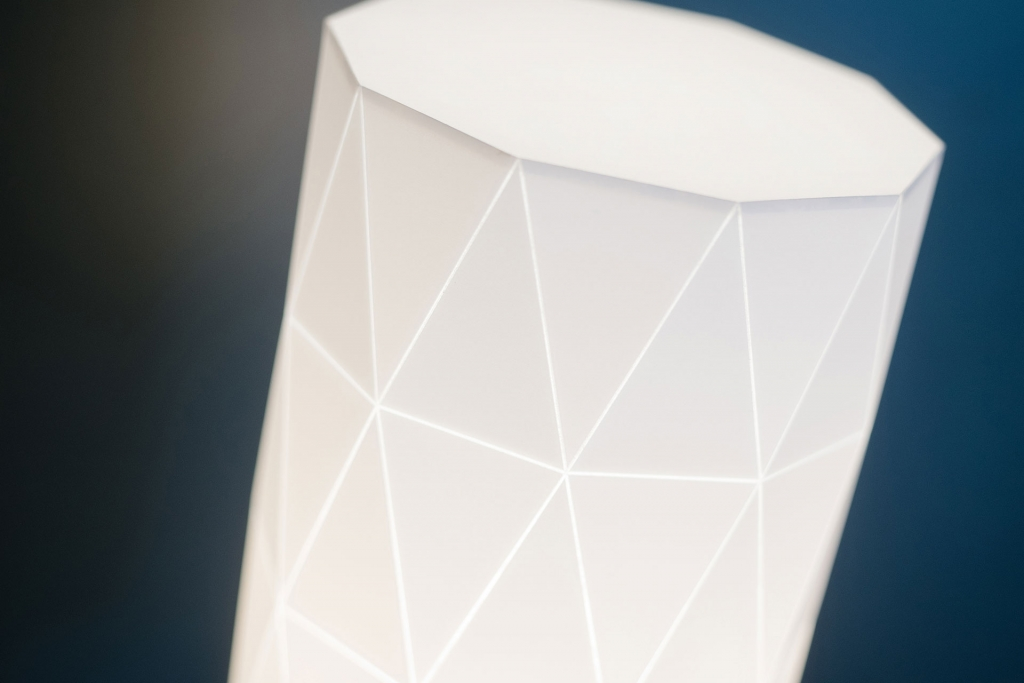 Close up Plot Table Lamp