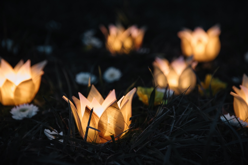 Imagine an evening lined by tiny Flare votives.