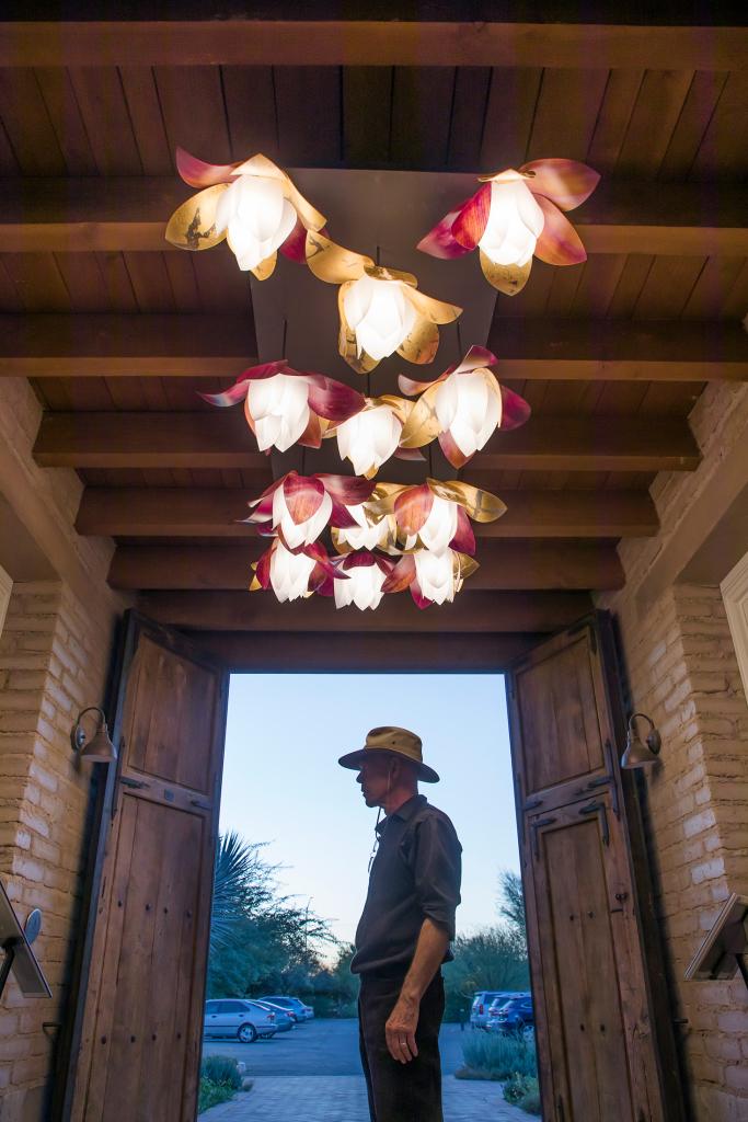 lightart-artisan-blossom-pendant-tucson-botanical-garden-web-2